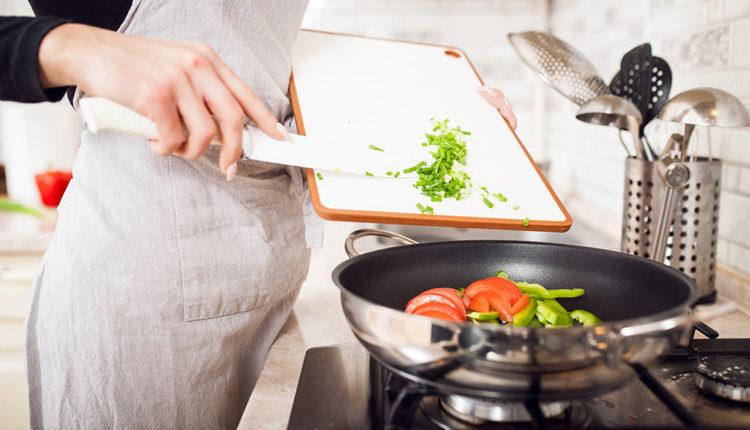 Come proteggere dalla ruggine posate e utensili da cucina donnad